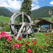Muehlrad Terenten Dorfzentrum