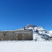D-6730-duerrensteinhuette-winter-rifugio-vallandro-festung.jpg
