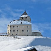 St Martin in Thurn ciastel de tor winter