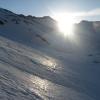 Etwas unterhalb des Südlichen Möselenocks scheint auch uns die Sonne ins Gesicht und lässt den Firnschnee einladend schimmern. Foto: BS, © Peer