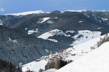 Enneberg Pfarre Winter Pieve di Marebbe inverno
